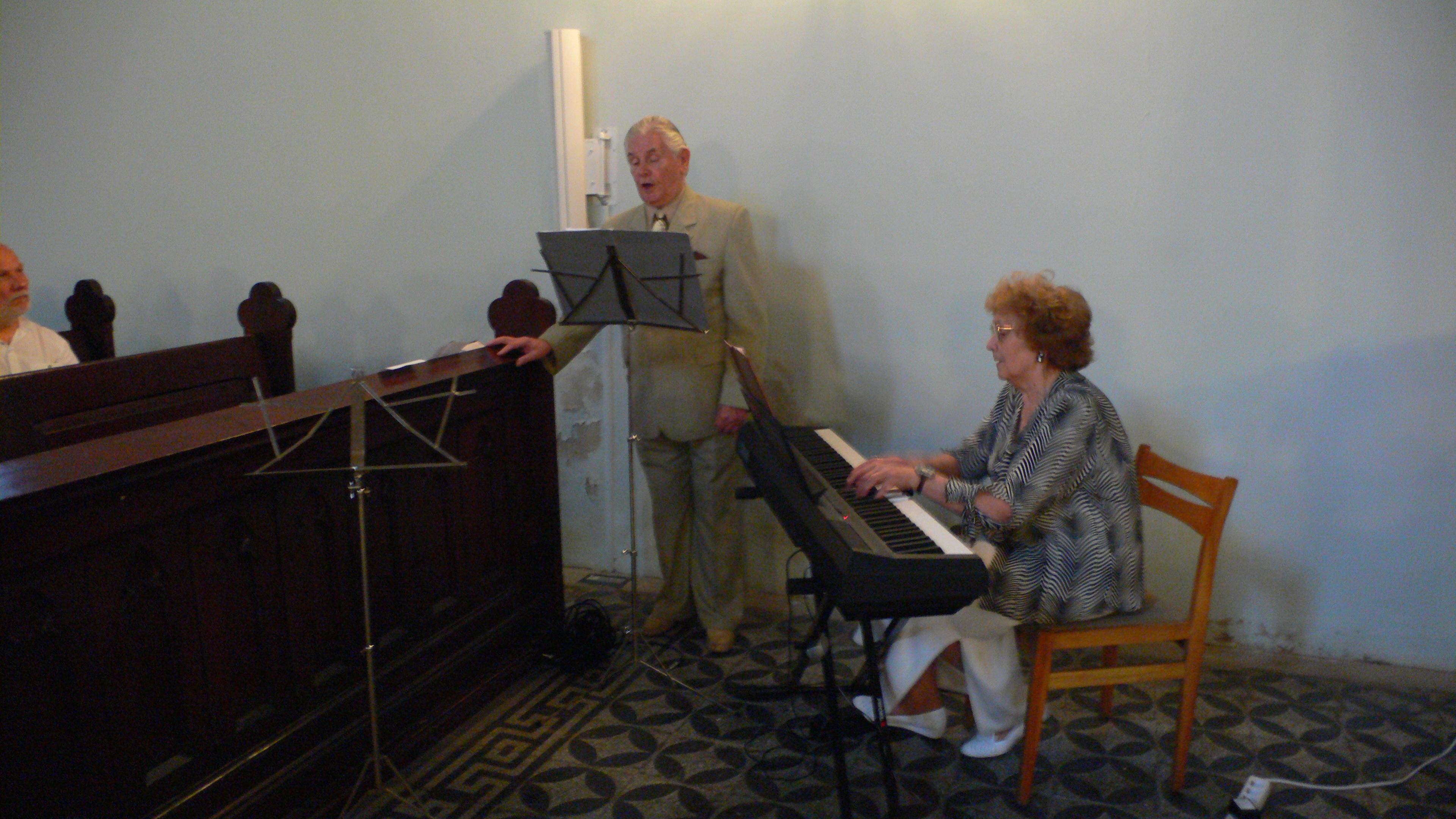 dainuoja Henrikas ir Birute